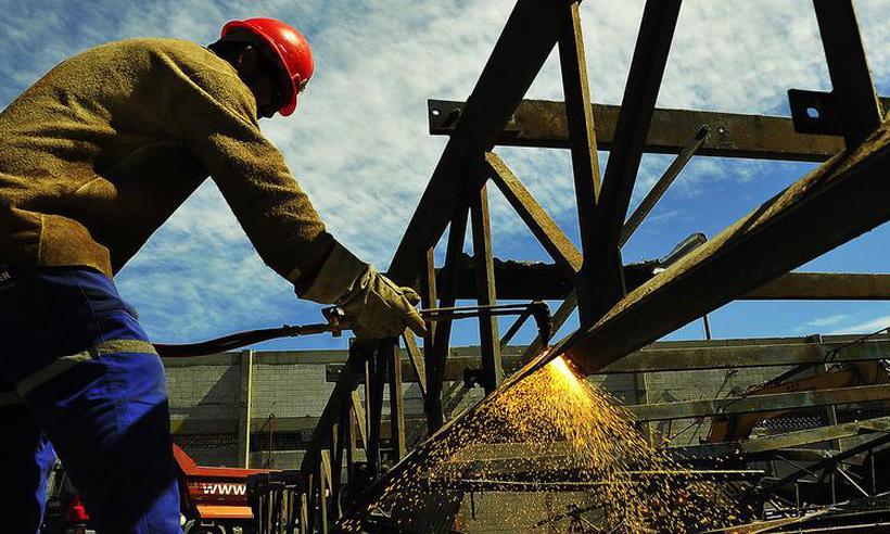 Setor industrial em MG encolhe 2,3% e PIB do estado cresce 0,3% no primeiro trimestre https://t.co/o5XefJV9mj