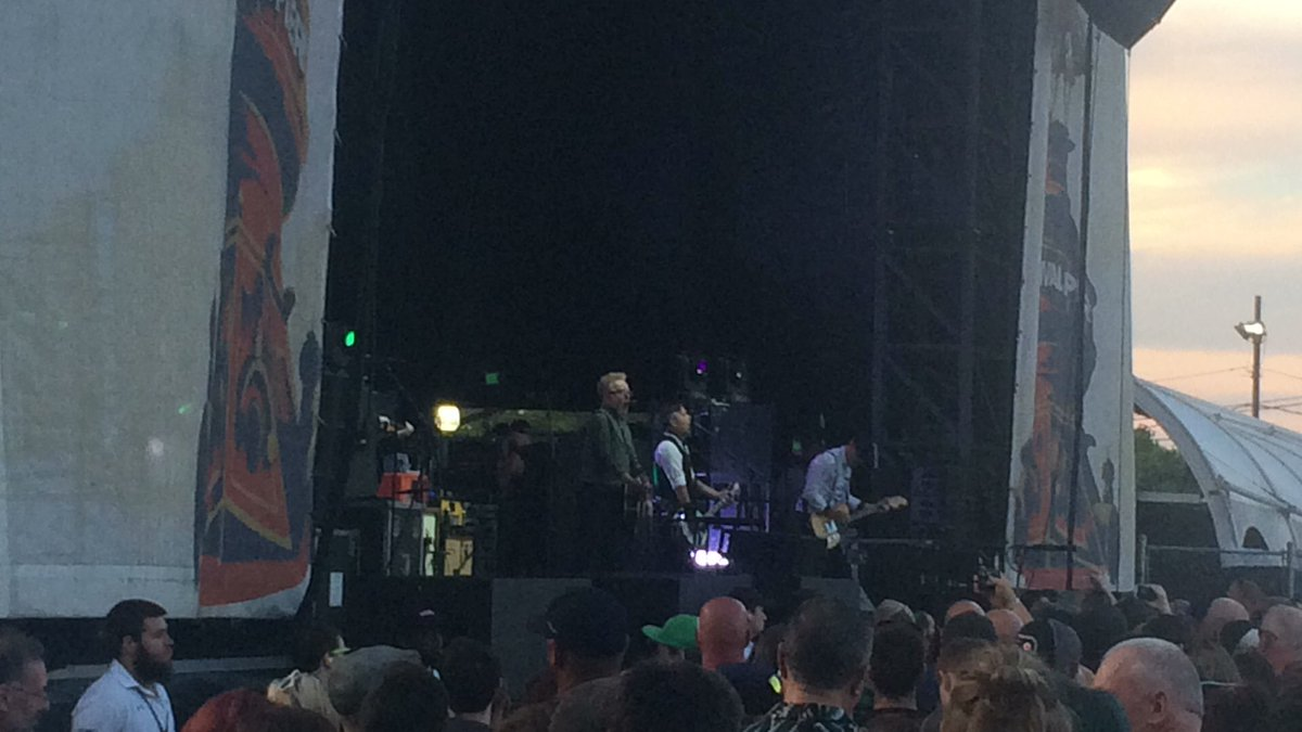 .@FloggingMolly doing its biggest U.S. hit, Requiem for a Dying Song, at @festivalpier in Philly.