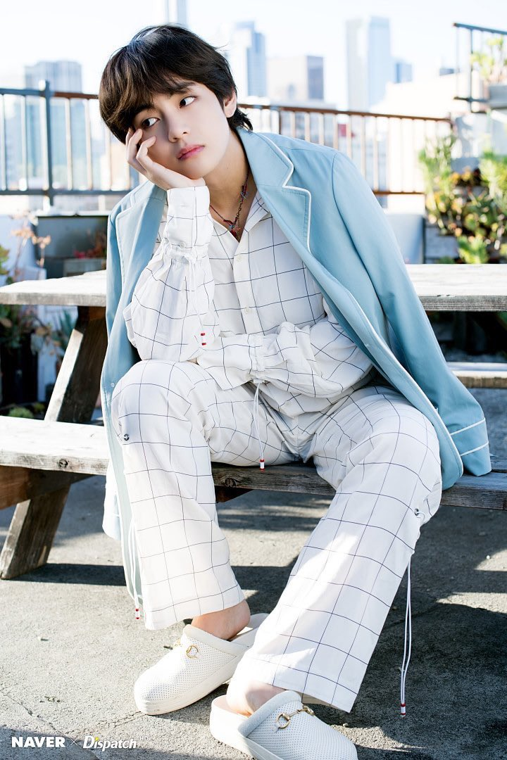 Der&#39;s no words to define how gorgeous he is  #KimTaehung @BTS_twt<br>http://pic.twitter.com/eoVaxc36Sz