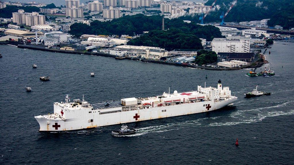 先日、日本への初寄港を果たした病院船マーシー。この写真は、6月15日に東京の大井埠頭に向けて横須賀から出港した時の様子です。 https://t.co/LznDCLQpPB