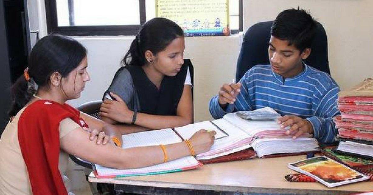 गुल्लक बच्चा बैंक : जहाँ के प्रबंधक, उपप्रबंधक और क्लर्क, सभी हैं 14-16 साल के बच्चे!hindi.thebetterindia.com/?p=5334 @thebetterindia #SparkAPurpose