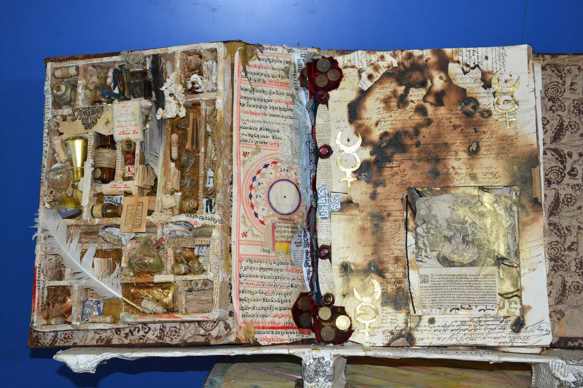 Solo nellarte è possibile lalchimia: creare loro dal nulla. —Stanisław Jerzy Lec #Buongiorno dalla #CasinaDelleCivette dove, fino al 30 settembre 2018, sono in mostra i Libri d'Artista di #VittorioFava che ricreano con fantasia la biblioteca dell Principe #Torlonia. #22giugno