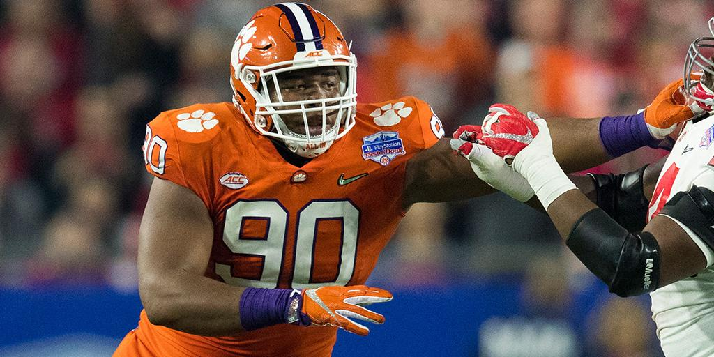 Entering his junior season, and he's already getting compared to a 2x Pro Bowler.  Scouting report on @ClemsonFB DT Dexter Lawrence: https://t.co/fYdsRrXI9z (@MoveTheSticks)