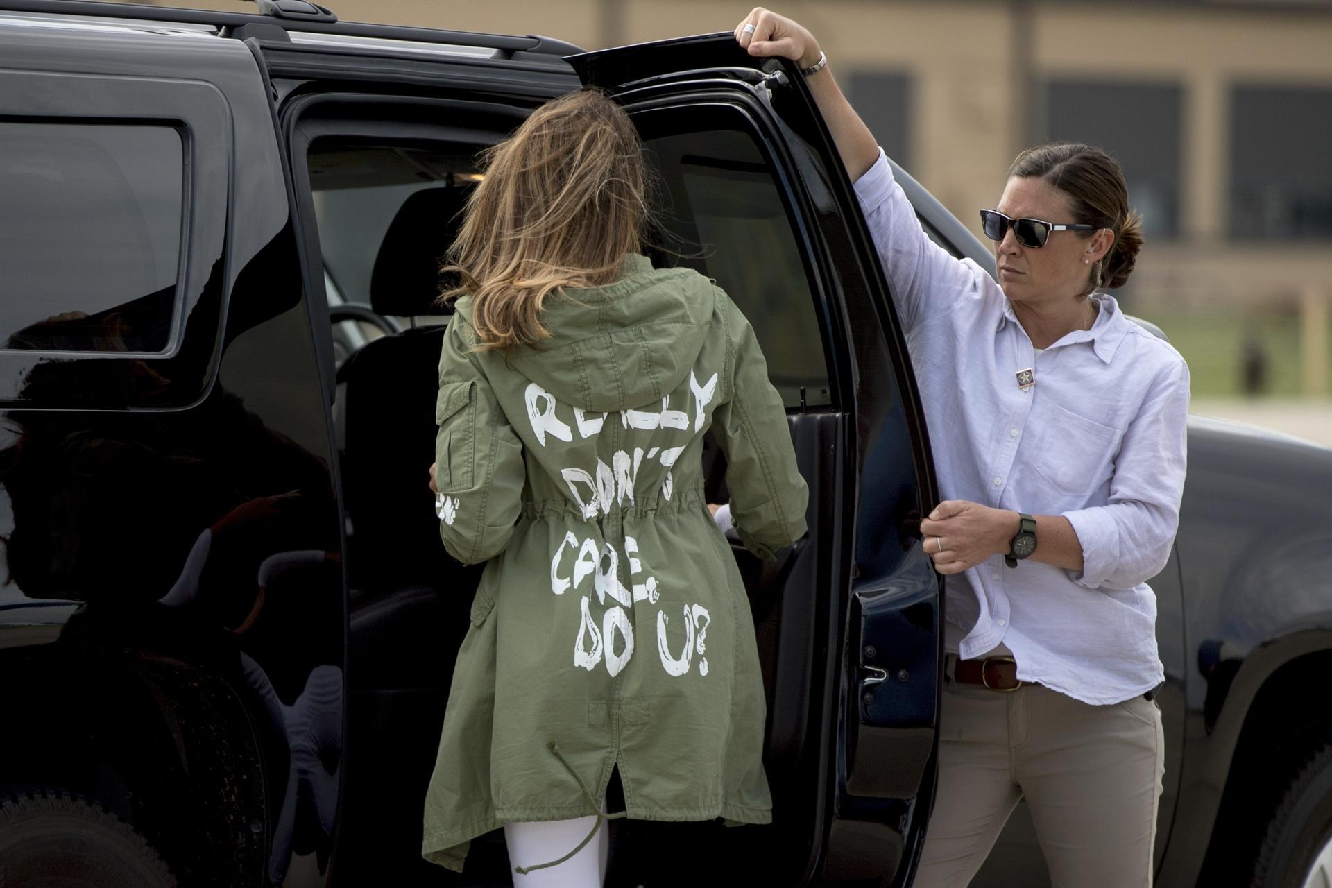 Melania Trump'ın ceketi ABD'yi karıştırdı! Açıklama Donald Trump'tan geldi https://t.co/9EiQs74LrL https://t.co/dBTwpXJnzO