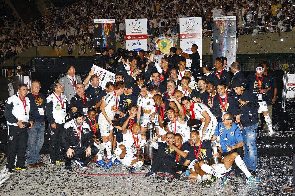 22 de junho de 2011. Essa data o santista jamais esquecerá. Após uma espera de 48 anos, o Santos voltava a conquistar a Libertadores da América! 🏆🏆🏆 #SeteAnosDoTri