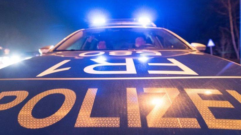 Polizei schießt auf davonrasendes Auto: Fahrer noch flüchtig https://t.co/puyXh4iElu