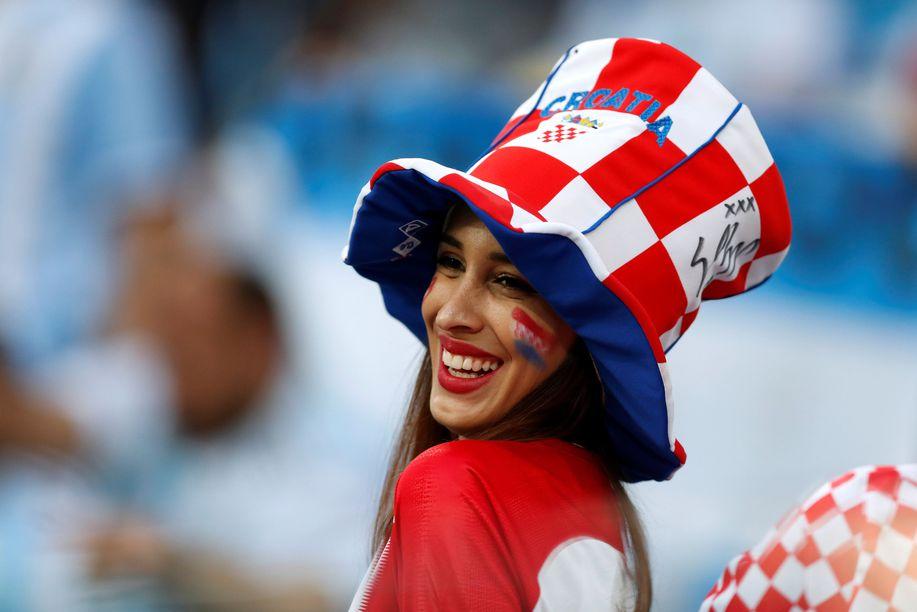 Bahagianya Suporter Cantik Ini Rayakan Kemenangan Kroasia https://t.co/cVm7fOP5hR https://t.co/xR1GakDcKE