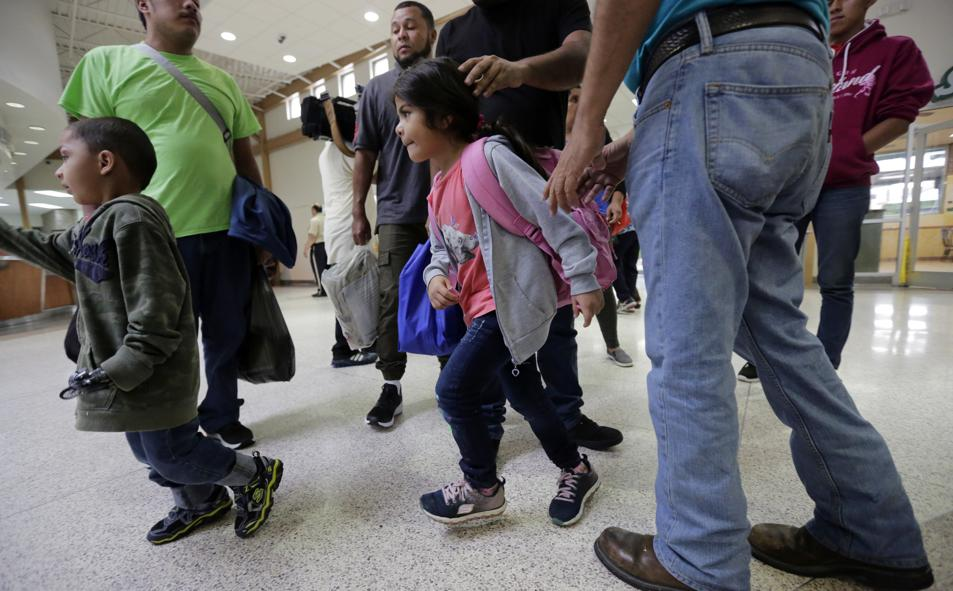 Pentagon agrees to provide space for 20,000 migrant children https://t.co/POwR5X0SfA
