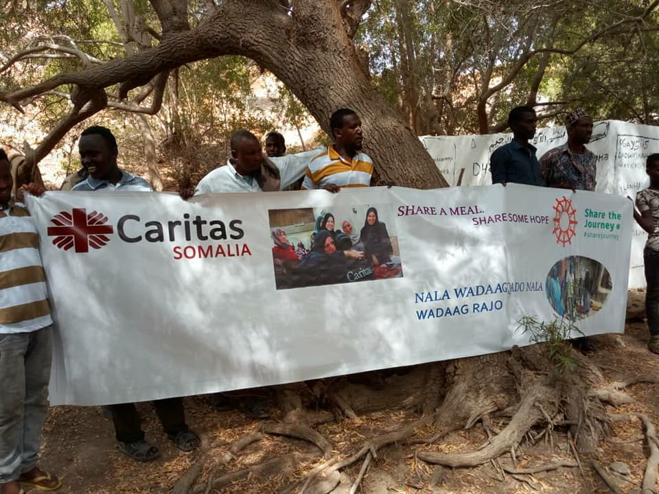 In the frame of #worldrefugeeday and as part of @iamCARITAS #sharejourney Campaign @CaritasSomalia shared a meal with over 100 Displaced People and Refugees from Yemen, Ethiopia & Bangladesh living in different camps in Puntland. There is no ¨us¨ & ¨them¨there is one human family