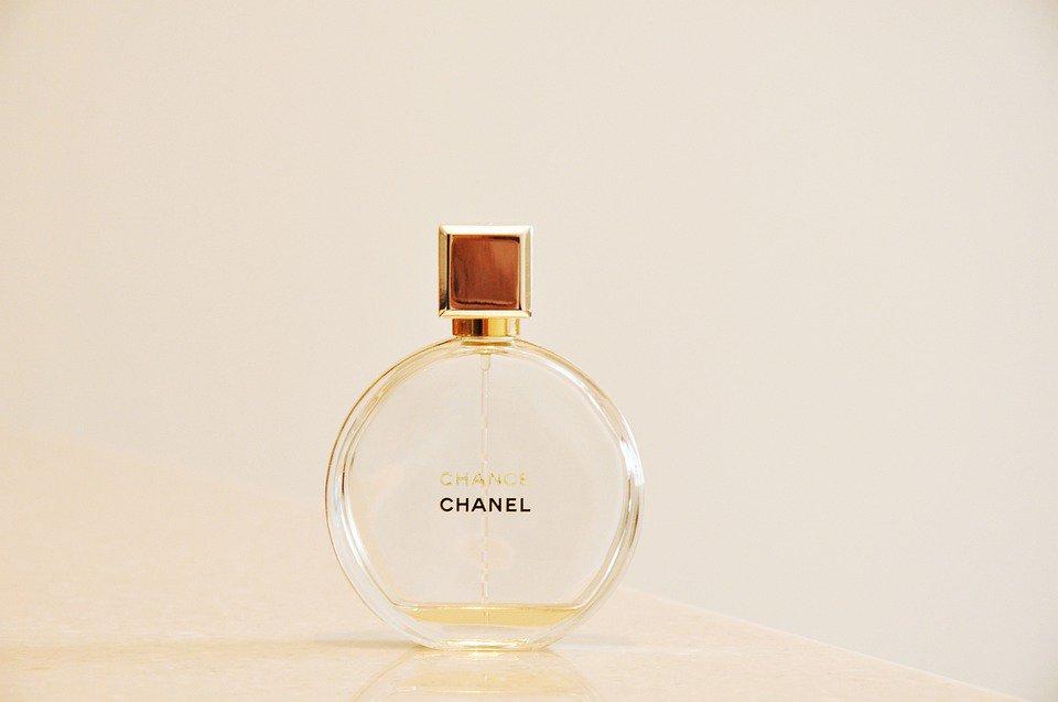 Chanel dévoile pour la première fois de son histoire ses résultats financiers: https://t.co/fveqEfdHjk
