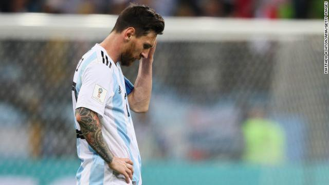 Lionel Messi and Argentina are on the brink of elimination from the #WorldCup after a 3-0 loss to Croatia Foto