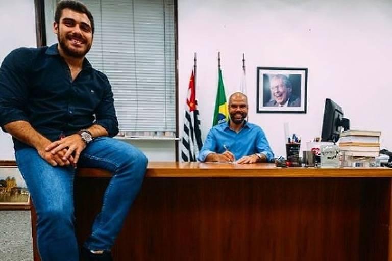 Prefeitura de SP | Braço direito de Covas emprega amigos de faculdade e de balada https://t.co/B54EjUJYcd