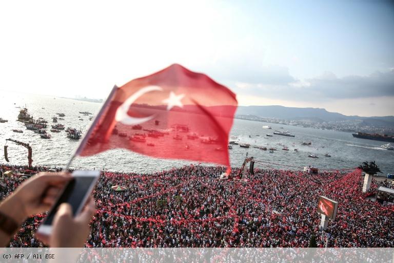 Turquie: des dizaines de milliers de supporters au meeting du principal opposant d'Erdogan https://t.co/KykEZH35hO
