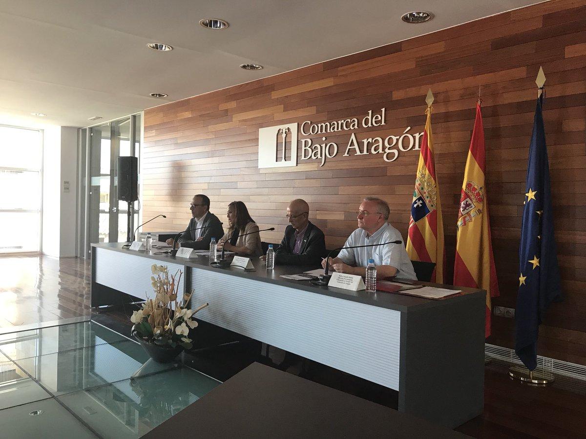 Hoy nos reunimos en Alcañiz con la comunidad educativa. El trabajo de @MaytePerez2 es excelente al frente de la Consejería y el @GobAragon está apostando por la innovación
