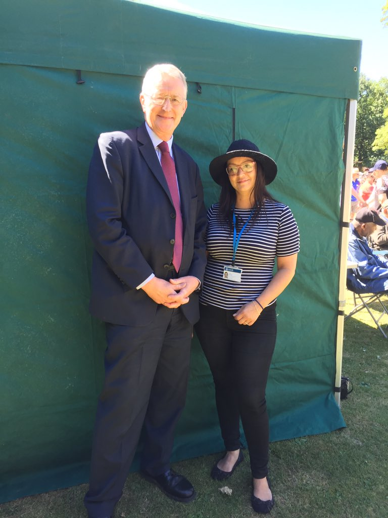 A big thank you to Carla Mitchell who has organised todays wonderful #GreatGetTogether event in Middleton Park. The sun is shining @moreincommonB_S @LCCDayOps @Zacarella13 @tomriordan