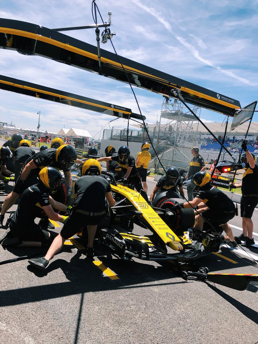 Pitstop for Nico at the end of his first run.  We have to practice that too during practice sessions!   #RSspirit #FrenchGP #FP1