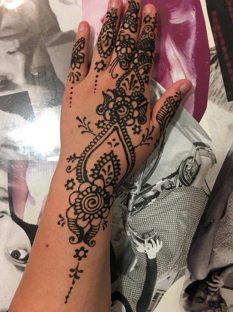 Ellens Cosmetics On Twitter Henna Tattoo Artist Pop In And Choose