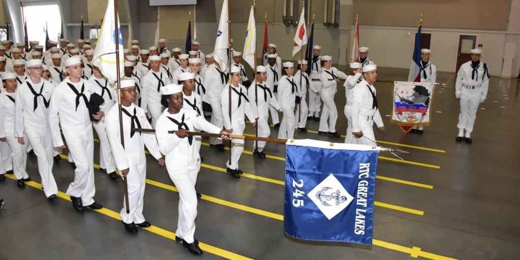 LIVE 9:45AM ET: Watch #USNavy's newest Sailors graduate boot camp - https://t.co/Ldx0nJcTTw https://t.co/v93PjAKM6x