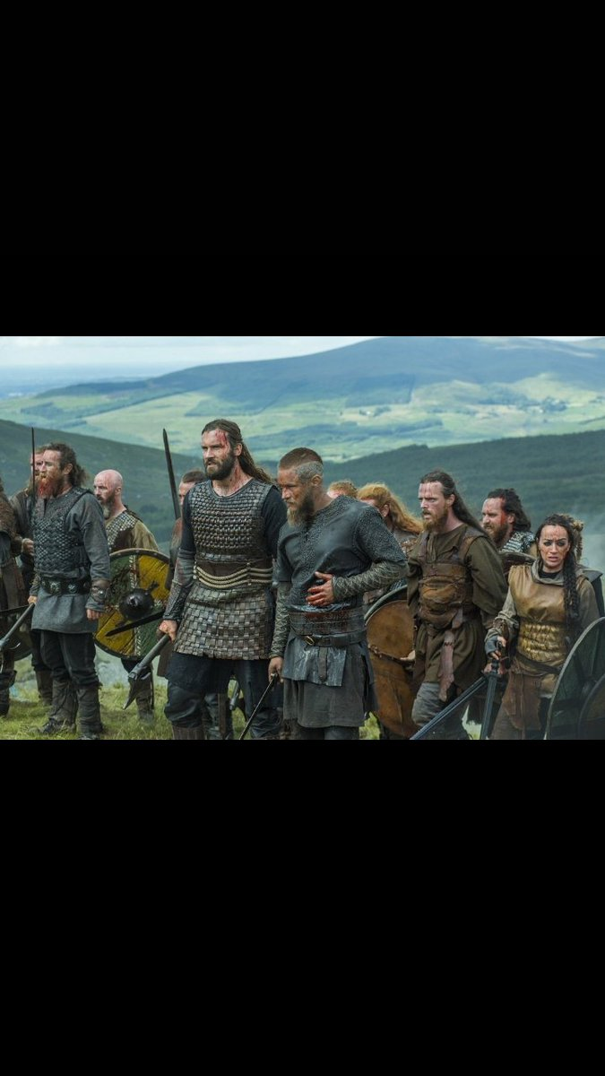 Rare picture of the iceland national team after training #NGAISL