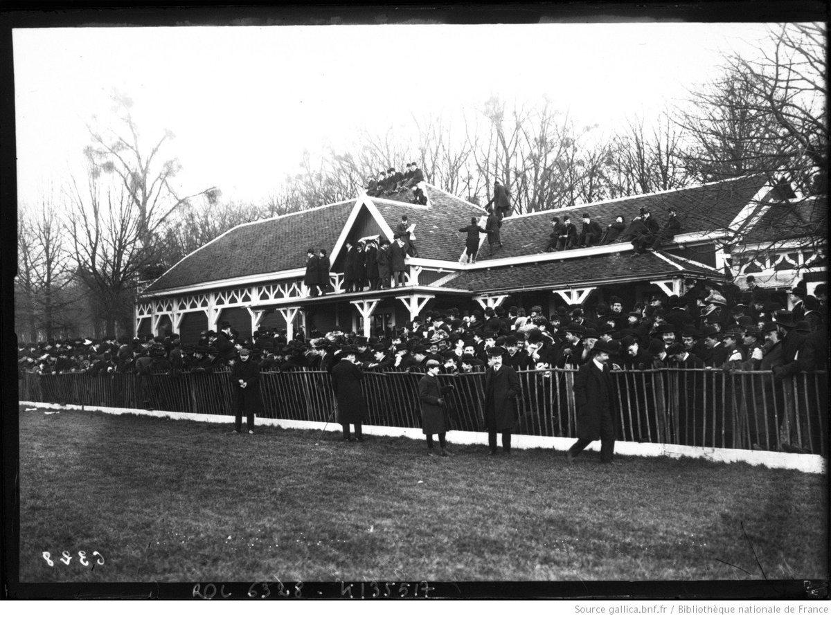 RT @De_Gambassi: Le Parc de Bagatelle, là où s'est déroulée la première finale du Championnat de France de Rugby en 1892  (ici, en 1907 pou…