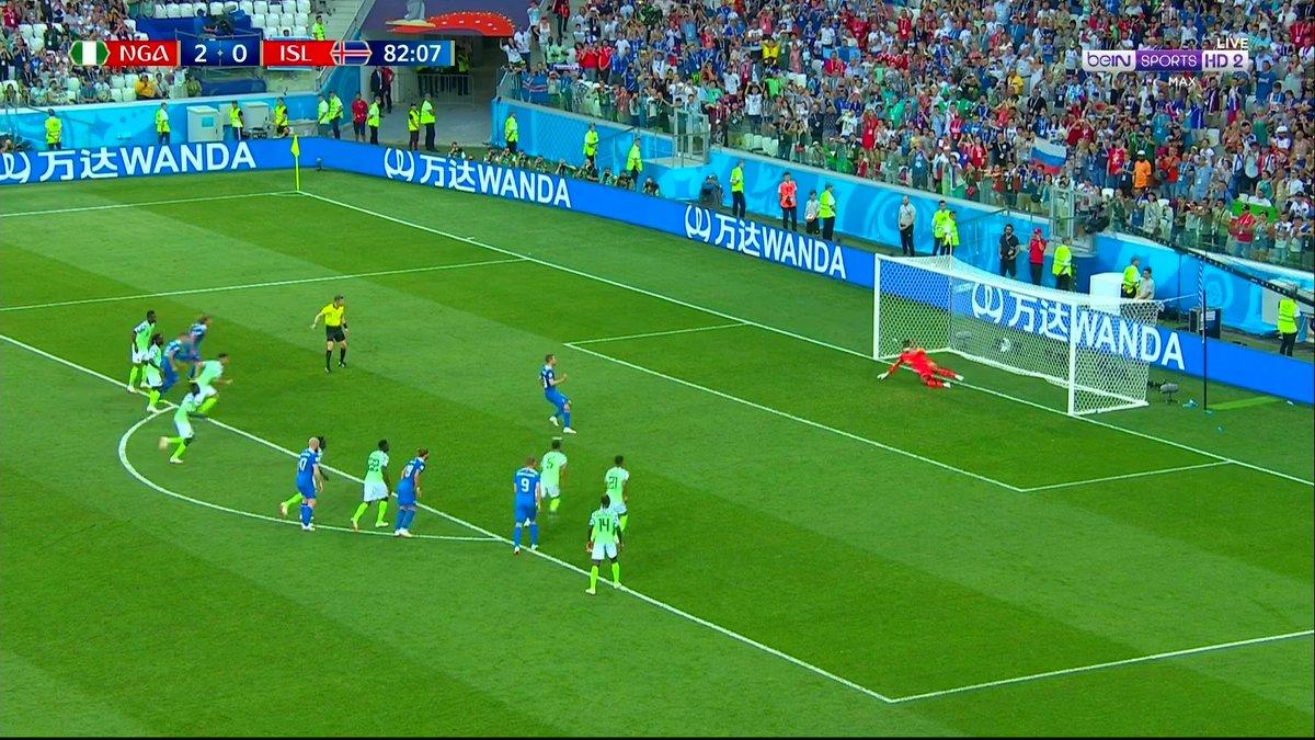 لحظة اهدار سيغوردسون لركلة جزاء ايسلندا أمام نيجيريا
