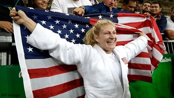 Middletown's Kayla Harrison dominates in MMA debut https://t.co/TjNmI1MPvX