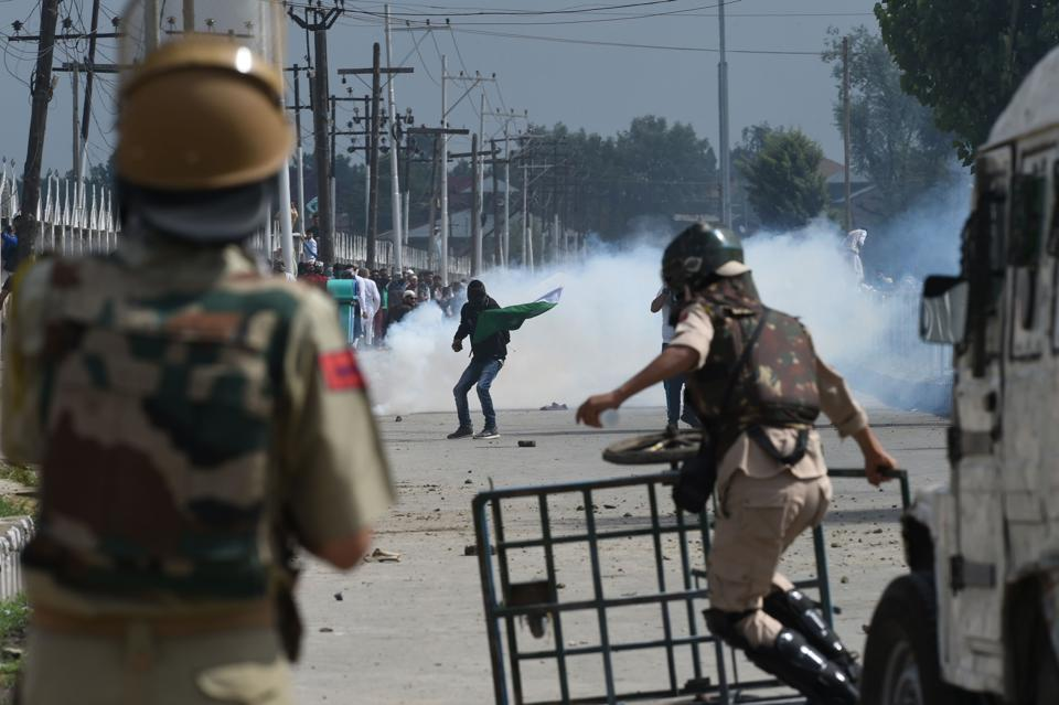 Adviser to J-K governor reviews security situation in Kashmir https://t.co/EOSFmGuNlO