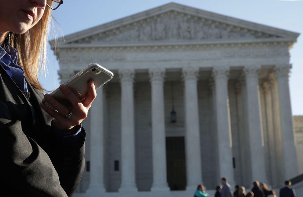 BREAKING: Supreme Court says warrant necessary for phone location data https://t.co/WOX1oiAHwZ