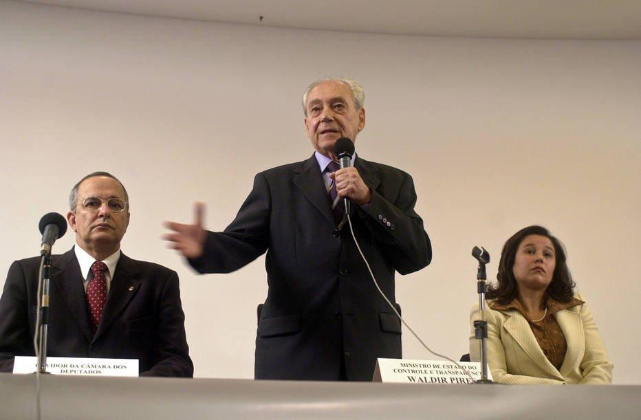 >@EstadaoPolitica Morre Waldir Pires, ex-governador da Bahia e ex-ministro da Defesa  https://t.co/XrStNfymm6