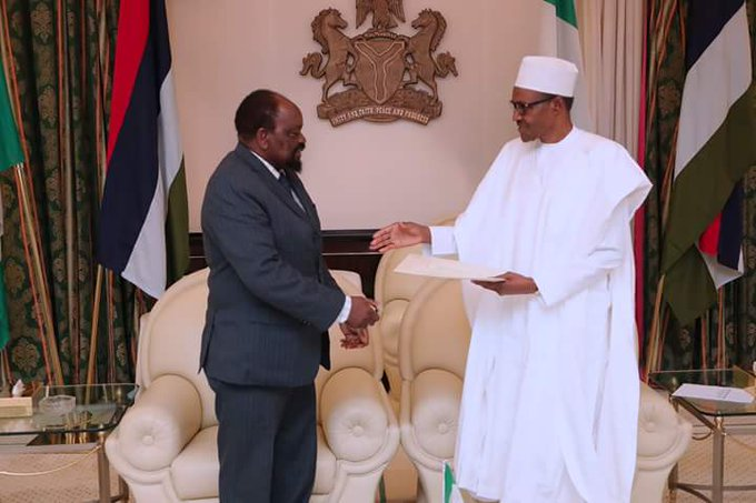Today in Abuja, President @MBuhari received a Special Letter from the President of Zimbabwe delivered by the Special Envoy, Emmerson D. Mnangangwa. #AsoVillaToday Photo