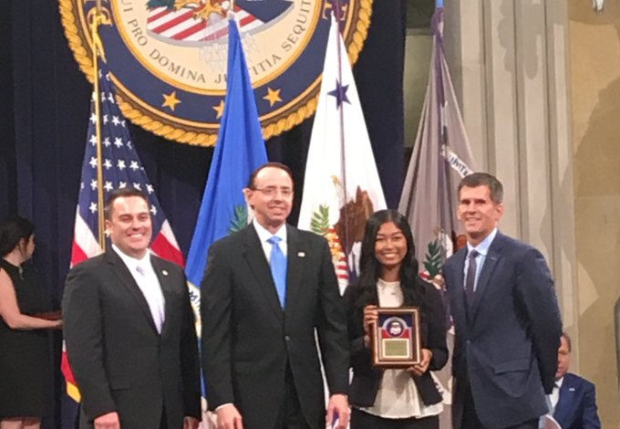#UISedu senior communication major Michelle Norris was recently honored with the U.S. Department of Justice's Director's Award for her work on the Central Illinois Human Trafficking Task Force - https://t.co/PRS6ZLWJ9A https://t.co/K6izmPTKtN