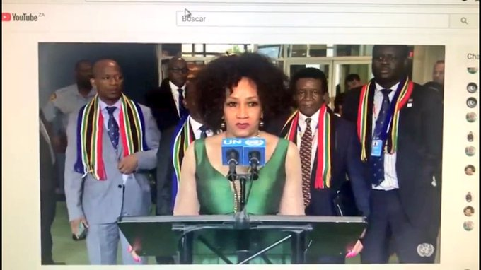 Wearing a scarf 🧣 with national colors is not perculia to Zimbabwe🇿🇼. I love the way South Africans 🇿🇦flaunt national colors at international events. 👇🏿 Photo