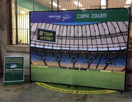 Que tal entrar no clima da #Copa2018 e tirar uma foto com a gelara nesse painel, que fica na Central? Aproveite para saber mais informações do Tour no Maracanã, onde nossos passageiros têm desconto. #tourdetrem
