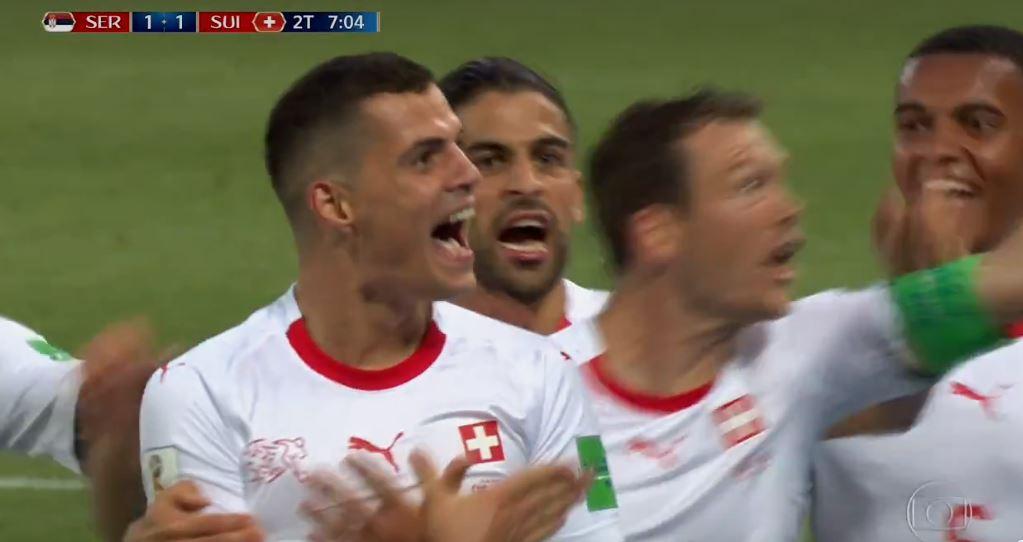 Gol da Suíça! Um foguete de Xhaka! Ele deixa tudo igual https://t.co/6wsZ686PEb #GloboNaCopa https://t.co/2asyMzJONc