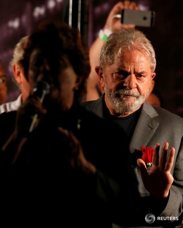 Defesa de Lula nega ter pedido prisão domiciliar para ex-presidente  https://t.co/baqG3Dvpau