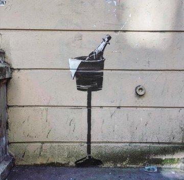 Посмотреть изображение в Твиттере В Париже появились новые граффити Бэнкси В Париже появились новые граффити Бэнкси DgUeHqfXkAIqWY2 format jpg name 360x360