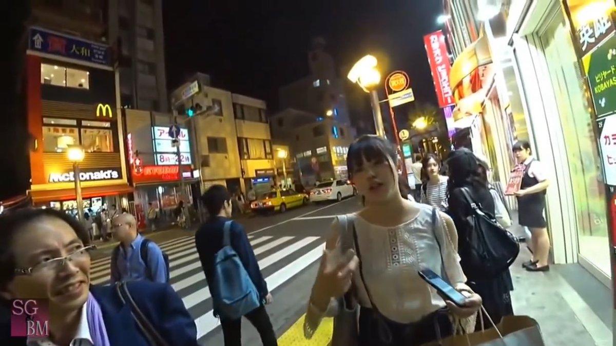 これはすごい。 外国人ユーチューバーが偶然道を尋ねた相手が佐藤日向ちゃんで、英語で大活躍。  youtu.be/ju__Ly980Dk