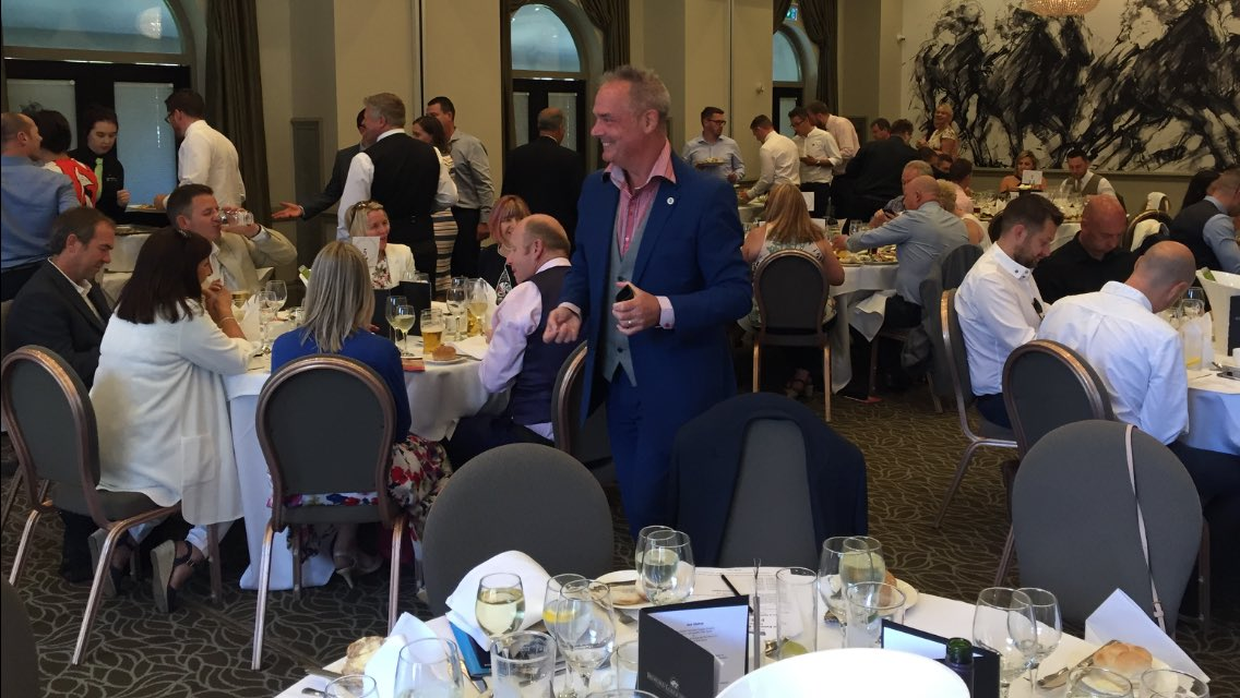 """Sean Goodman """"Mr Magic"""" @simplymagic19 absolutely smashing it at the @bedfordlodge - entertaining @Rexel_Group Norwich & Gt Yarmouth branches staff & clients at their annual """"Evening @ Newmarket Races"""" ! #livingthemagicdream"""
