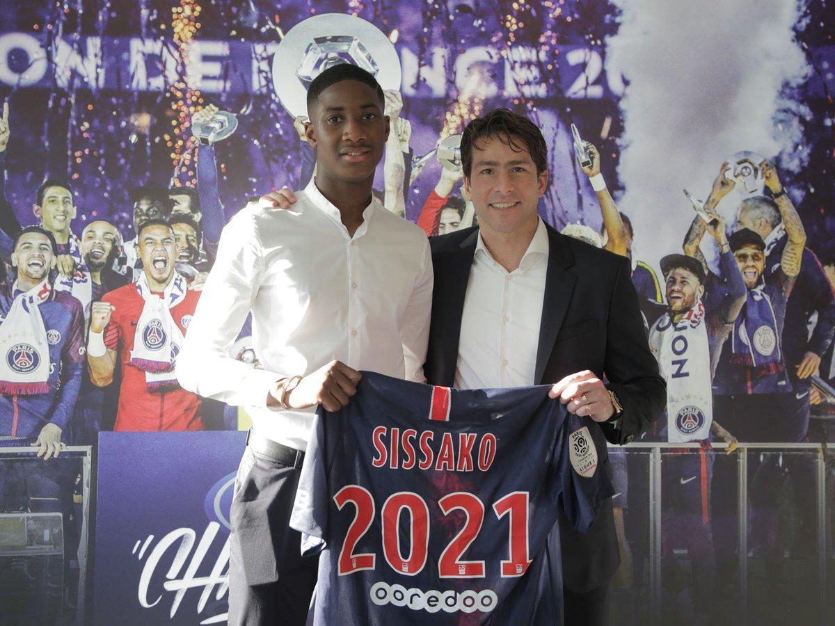 🔵🔴 Moussa Sissako a bel et bien changé d'avis ! Il a signé son premier contrat pro avec le PSG pour trois ans. Une sacré bonne nouvelle.  https://t.co/Grmk7blu6e