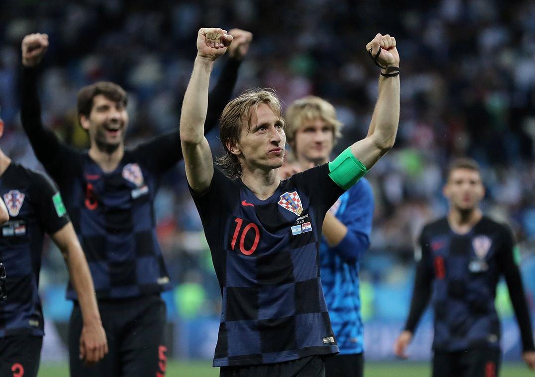 Imprensa croata exalta vitória: 'Fizemos Maradona chorar'. Grande triunfo por 3 a 0 colocou a Croácia nas oitavas de final e complicou a Argentina na Copa. #Focoemvocê