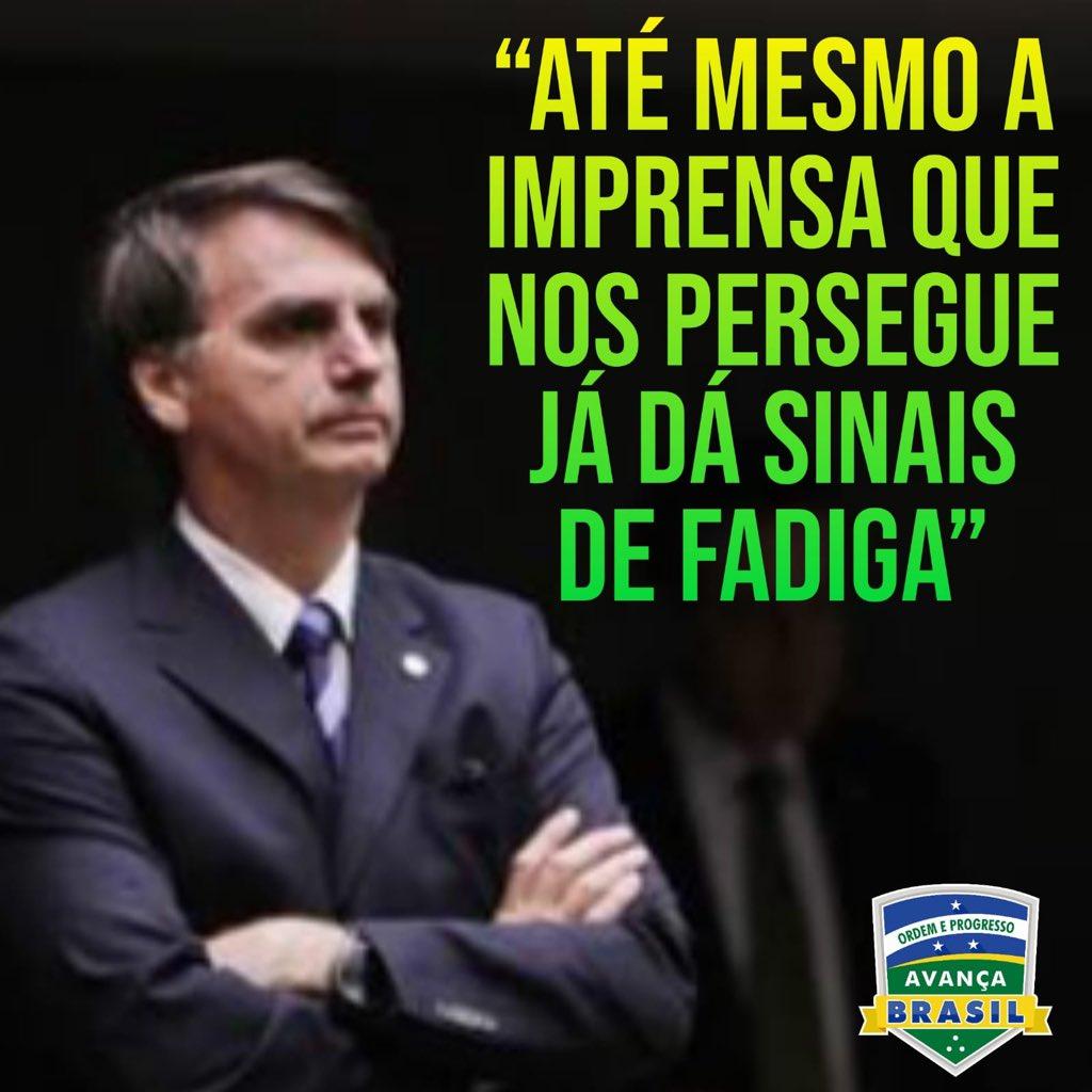 """Bolsonaro: """"Até mesmo a imprensa que nos persegue já dá sinais de fadiga""""  Num discurso em Campina Grande, Jair Bolsonaro disse o seguinte:  """"O Brasil não suporta mais aquele pingue-pongue entre o PT e o PSDB. Vamos botar um ponto final nisso."""""""