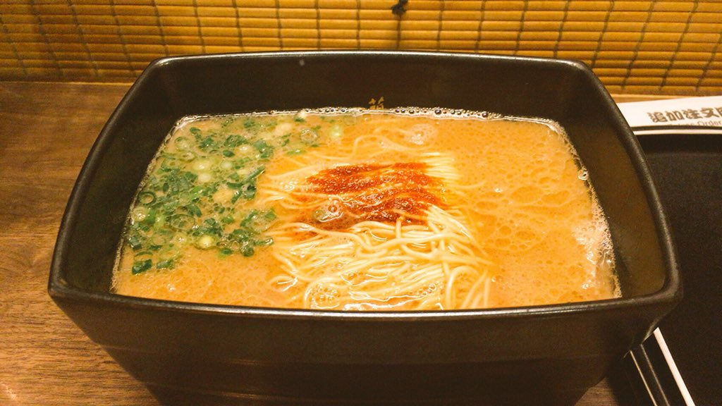 Aqours福岡行く人でラーメン好きな人は 天神の一蘭で釜だれとんこつラーメンを食べてみて欲しい…  重箱に入っててインパクトあるぞ🙋♀️