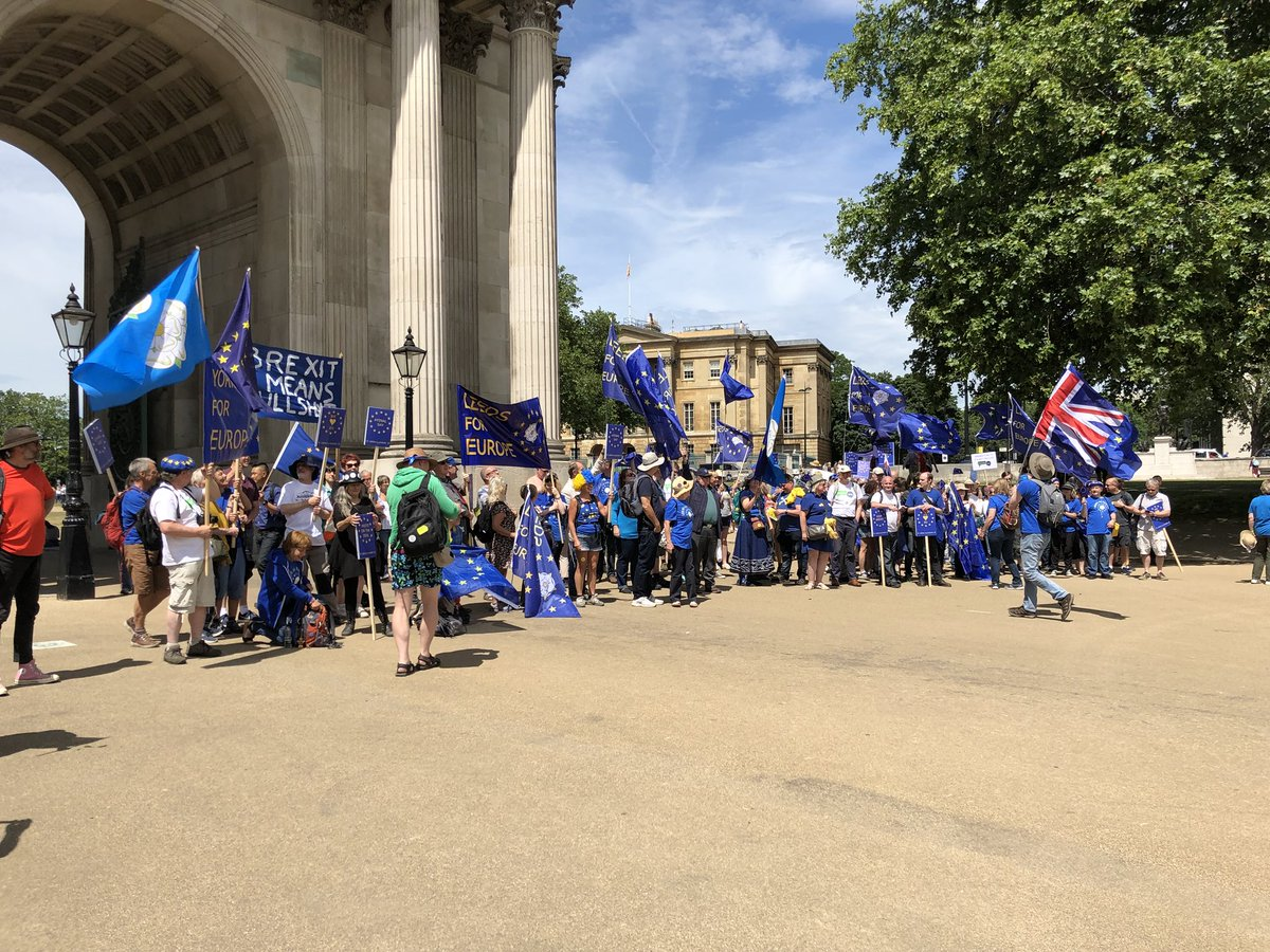 #Leeds has arrived! #peoplesvotemarch<br>http://pic.twitter.com/dtI62DIckY