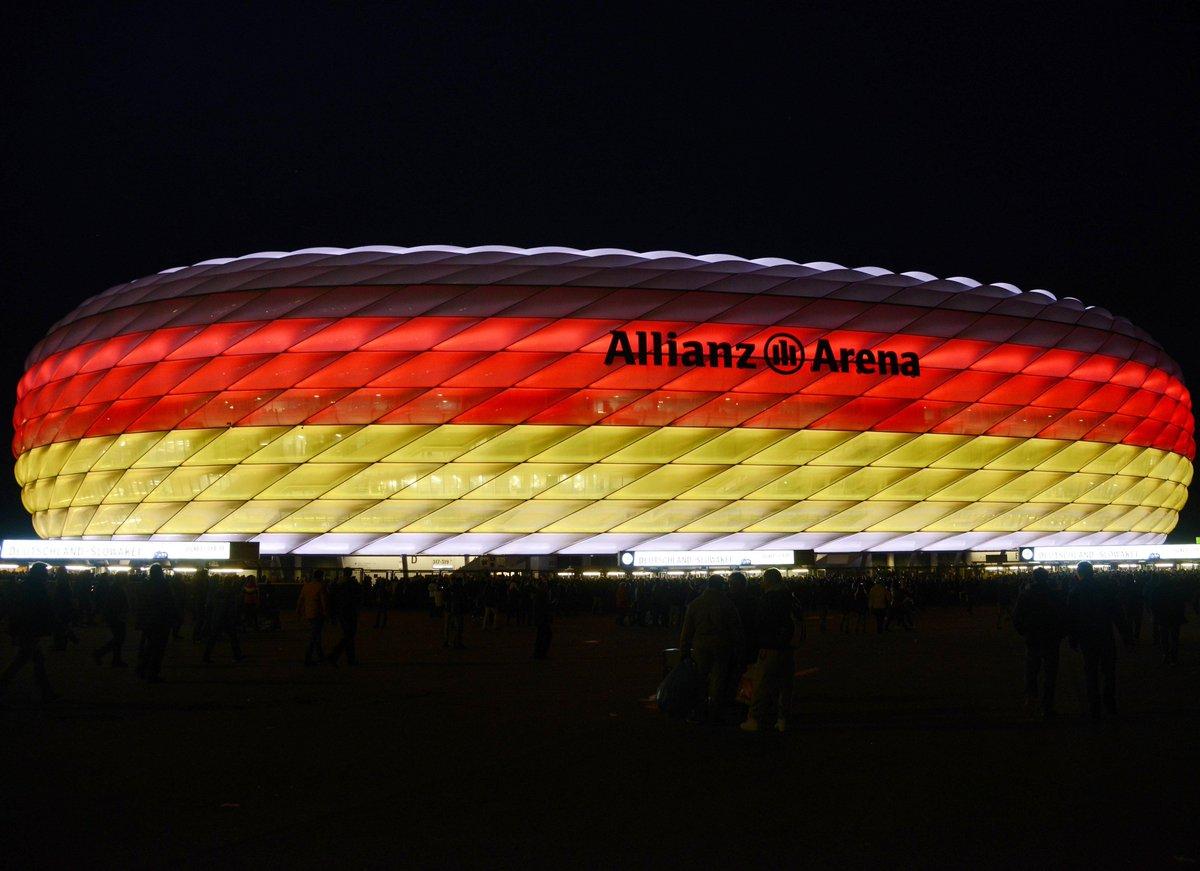 🖤❤💛  Heute Abend wird die #AllianzArena wieder leuchten. Viel Erfolg, @DFB_Team! ✊ #DieMannschaft #GERSWE #WM2018