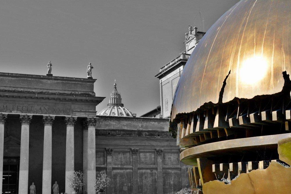 Sphere within sphere, #ArnaldoPomodoro ~Cortile della Pigna, Musei Vaticani #ROMA~ #23giugno #botd #natioggi #ROMEisUS #ArtInRome #ArtLovers @discoveroma @MagTua @artmajcar @ATrueArt @rebeccacaldwe1l @caputmundiHeidi @BeautyfromItaly @claviggi @romewise @f_girasole