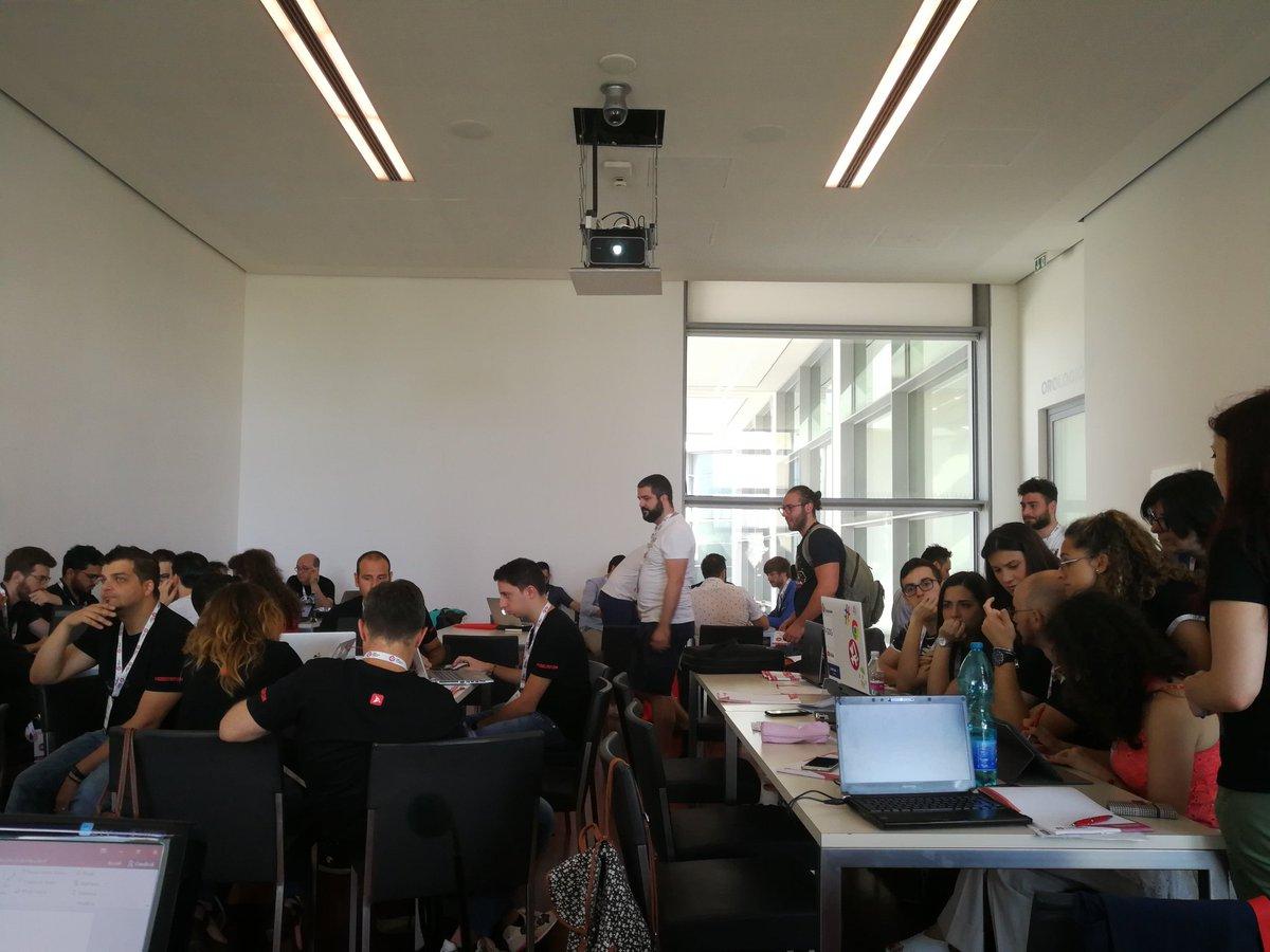 9 gruppi più di 50 persone al lavoro per il #fakenews #hackathon del #wmf18  - Ukustom