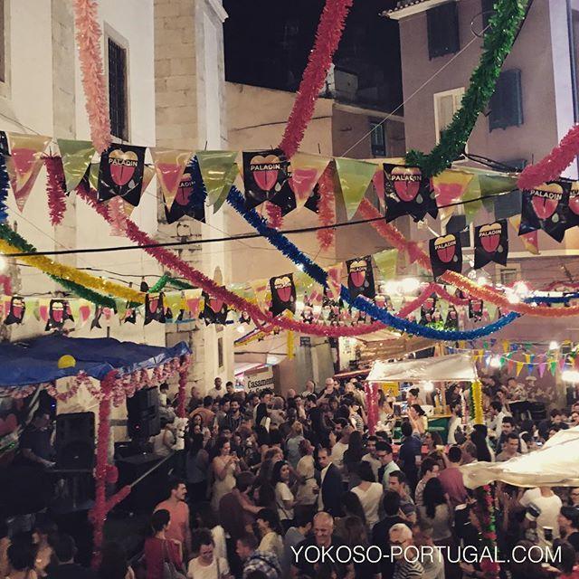 test ツイッターメディア - 昨日のアルファマ地区。6月いっぱいイワシ祭りは続きます。 #リスボン #ポルトガル https://t.co/bhgB26zRNB