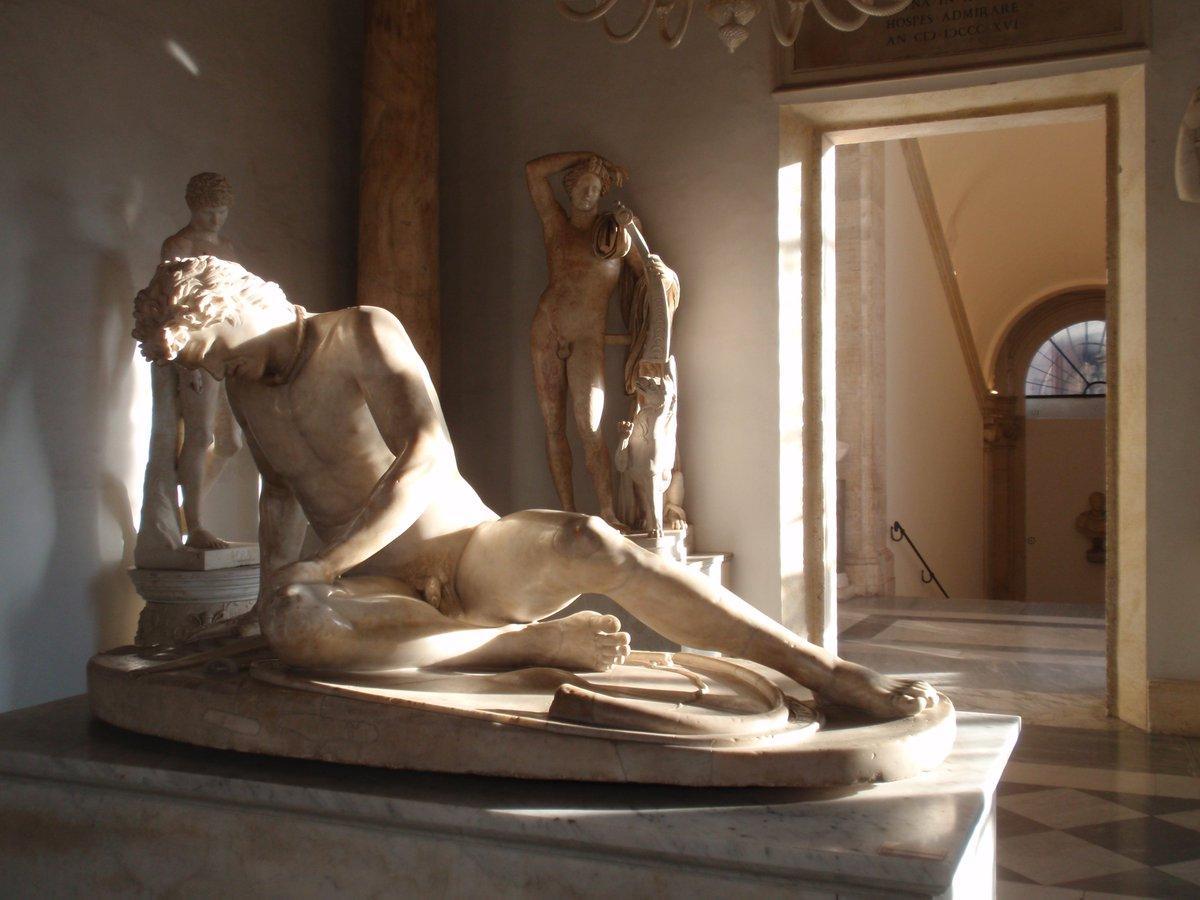 Come si dice? Il sole bacia i belli... Buon weekend dai #MuseiCapitolini, vi aspettiamo!