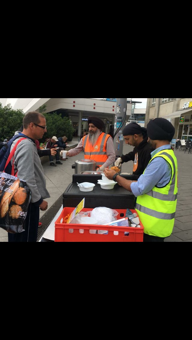 28th Feed 😍🍛🍽 Langar at Alexanderplatz Today we served Farfelle Pasta with Zucchini #berlin #germany #mlss #seva