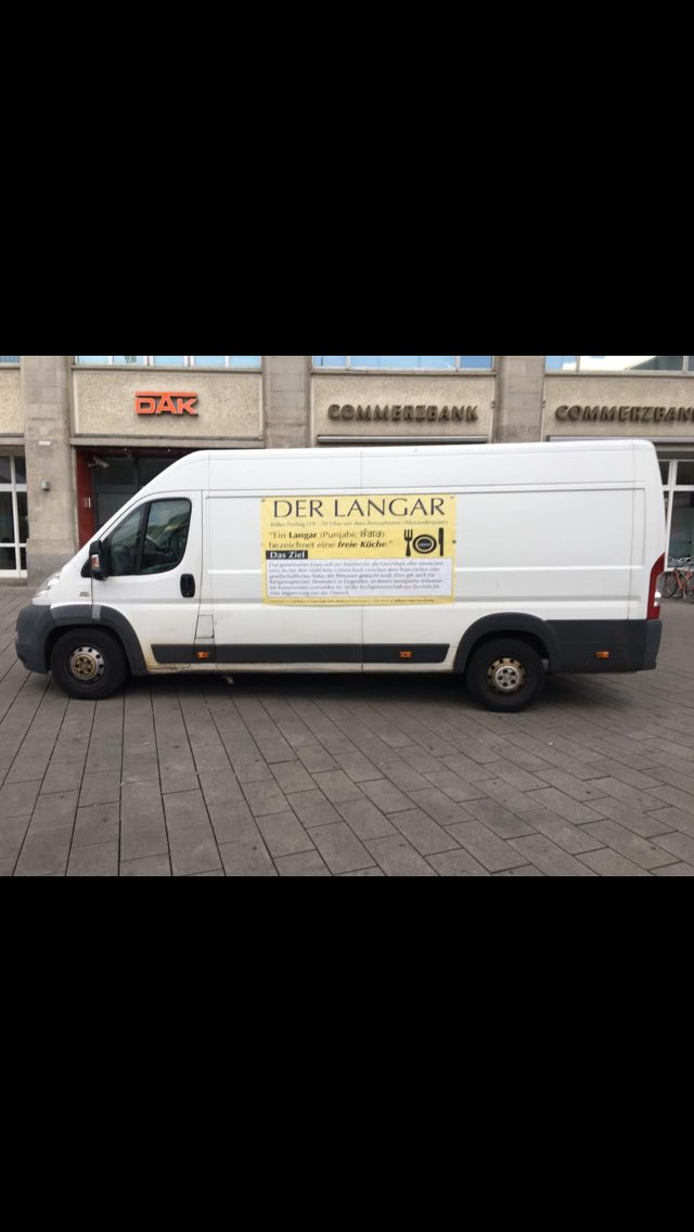 28th Feed 😍🍛🍽 Langar at Alexanderplatz Today we served Farfelle Pasta with Zucchini #berlin #germany #mlss #seva